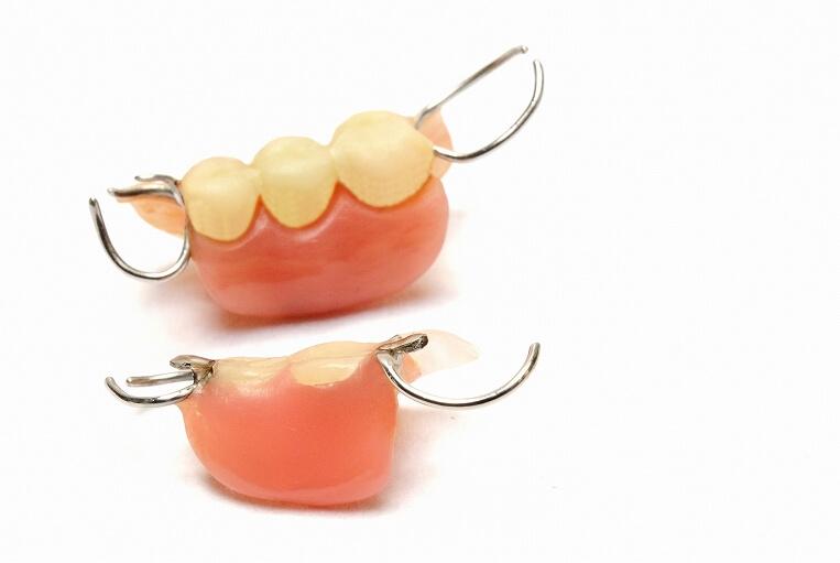 保険の入れ歯から自費の入れ歯までご希望に合わせてご提案します